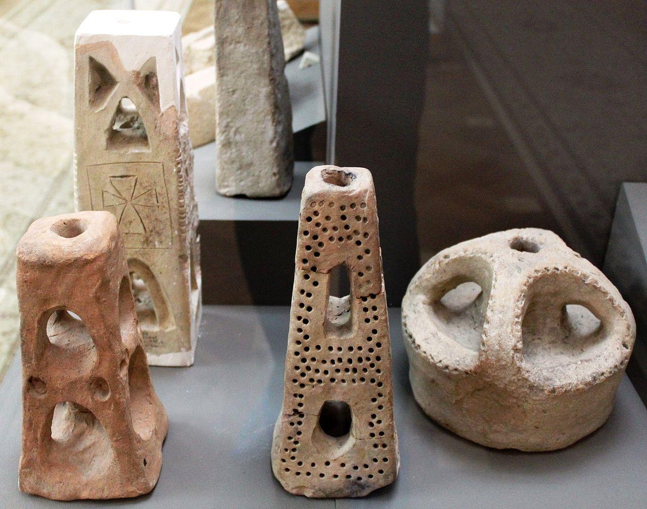 Музей истории Азербайджана, подсвечники 6-7 веков