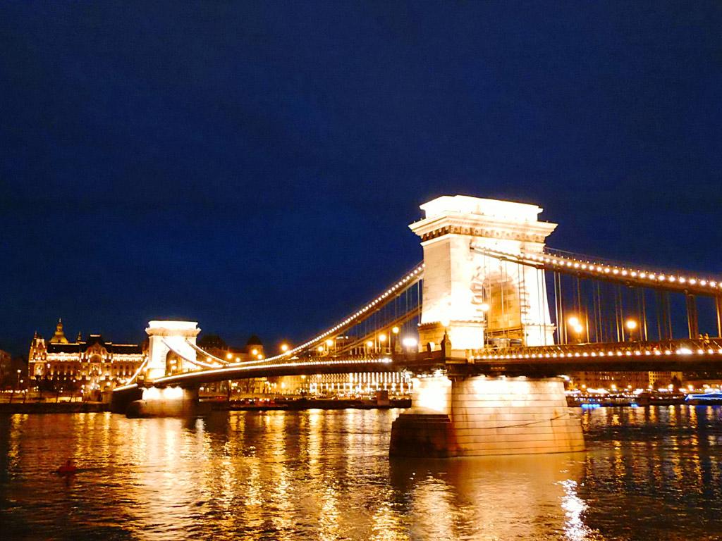 Цепной мост, вечер в Будапеште
