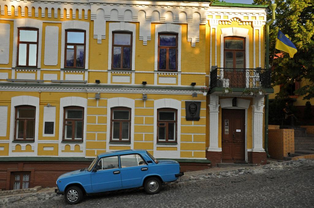 Яркий дом, Андреевский спуск в Киеве
