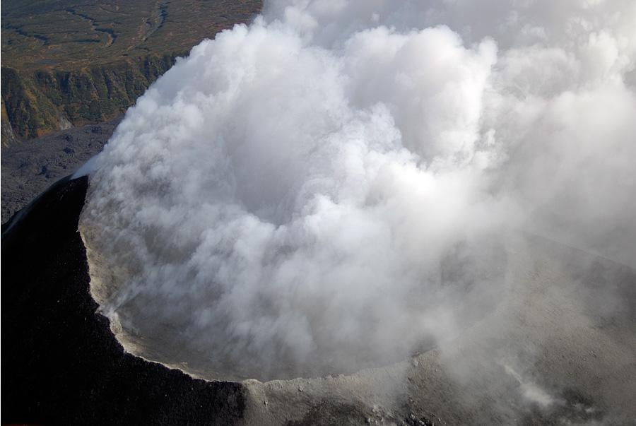 Вершинный кратер Карымской сопки