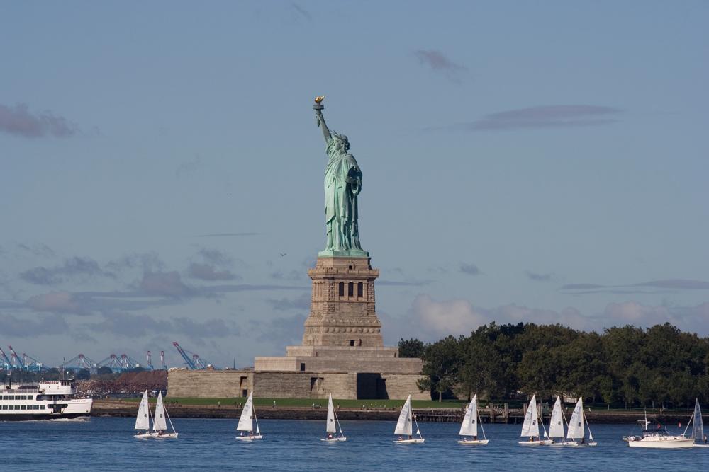 статуя свободы в нью-йорке фото