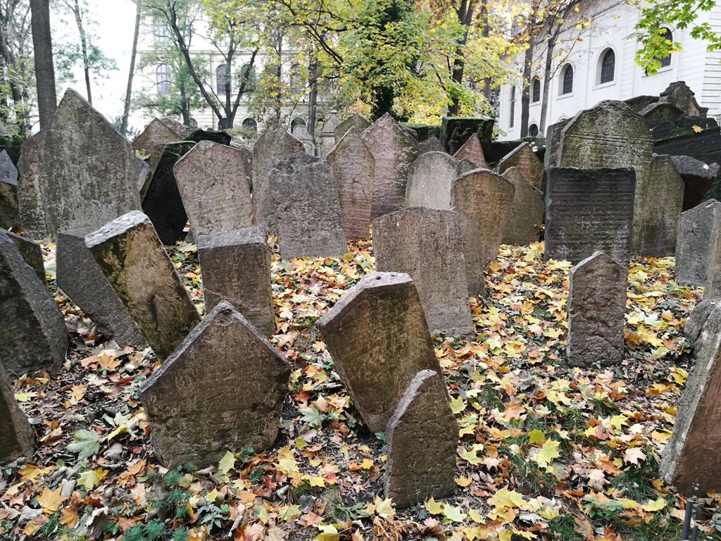 Надгробья еврейского кладбища в Праге