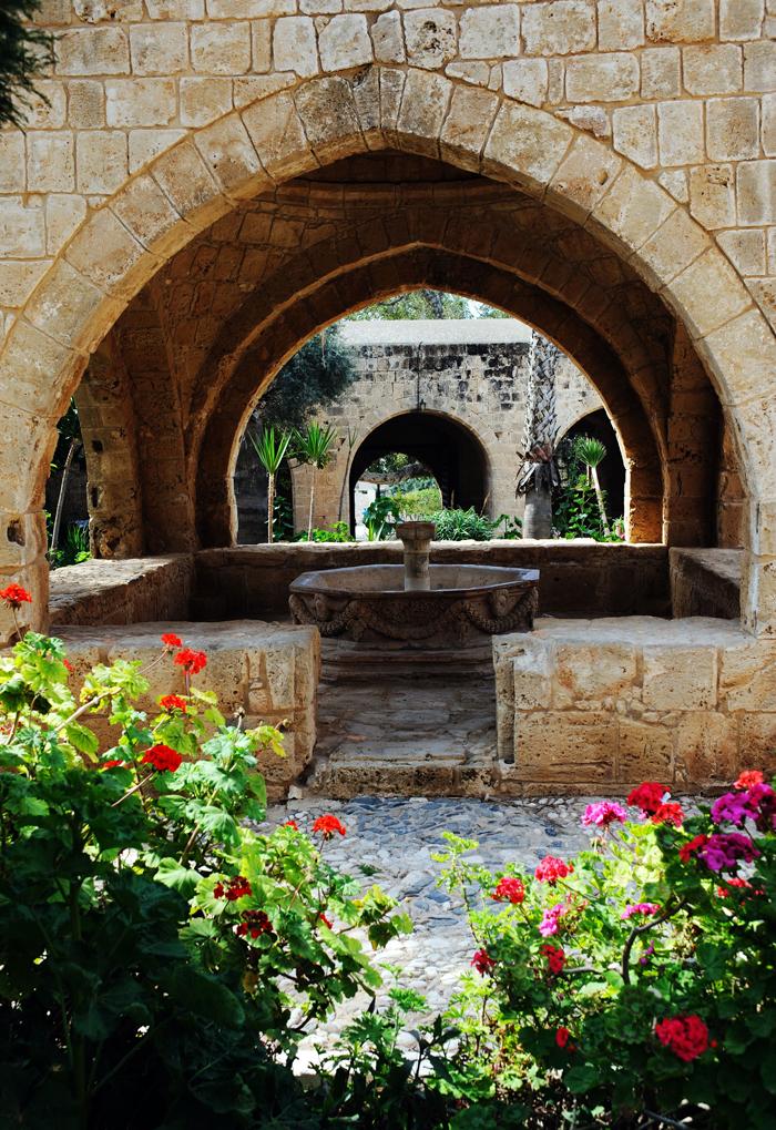 Фонтан Courtyard в Айя-Напе.jpg