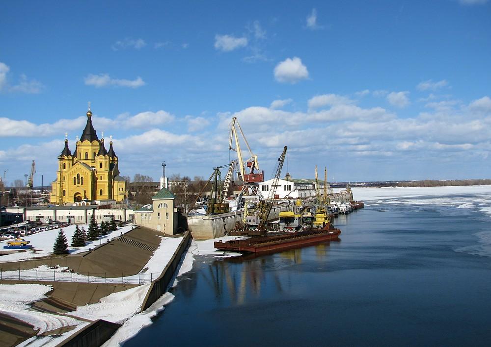 Ансамбль собора Александра Невского в Нижнем Новгороде, вид с моста