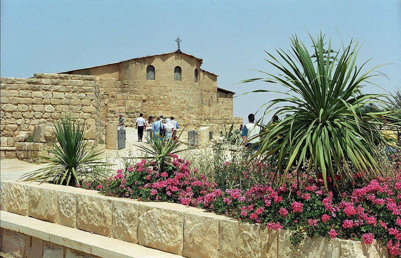 Гора Небо, защитное сооружение для древней церкви