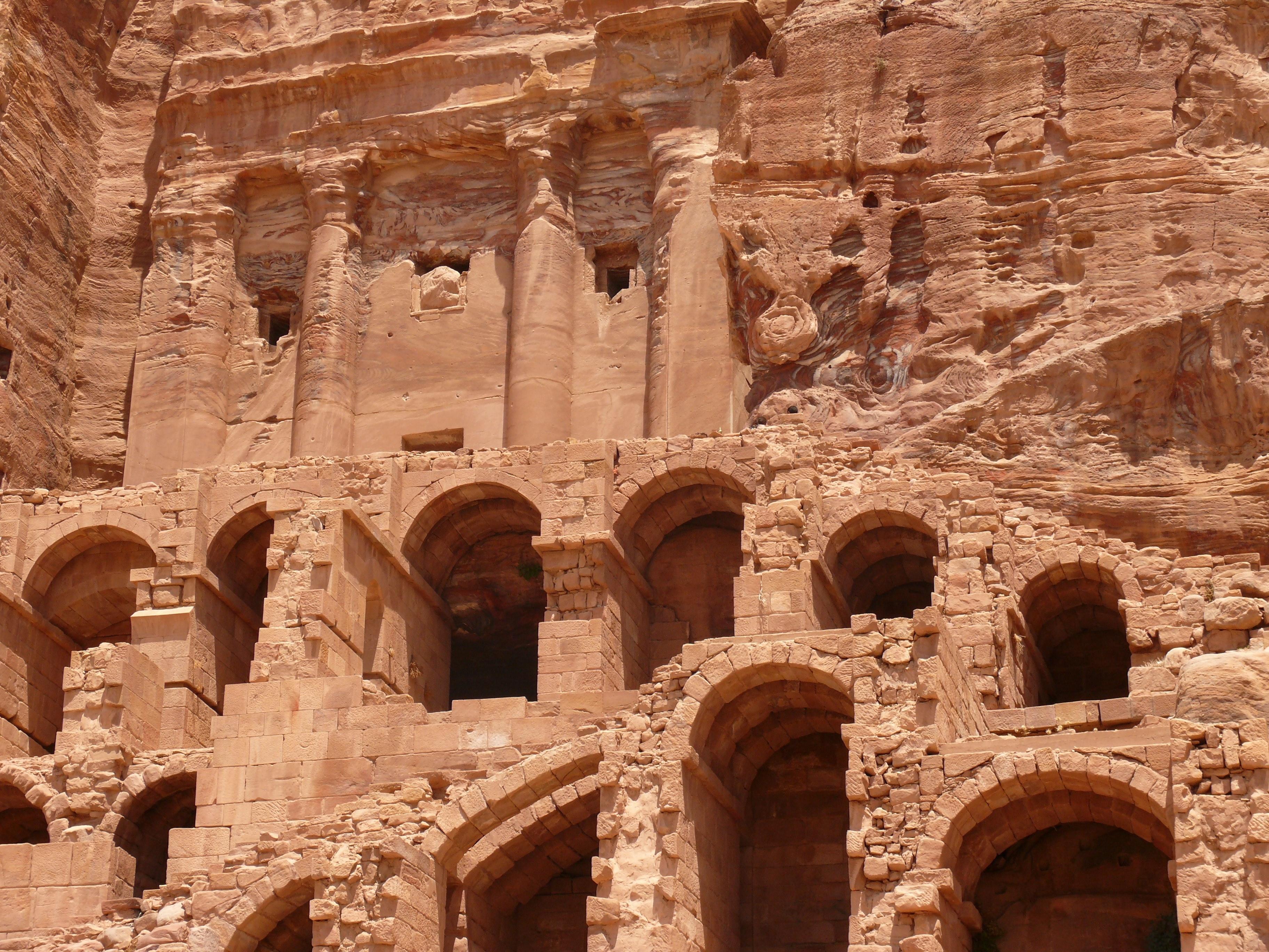 предпочитает город петра в иордании фото мультфильма