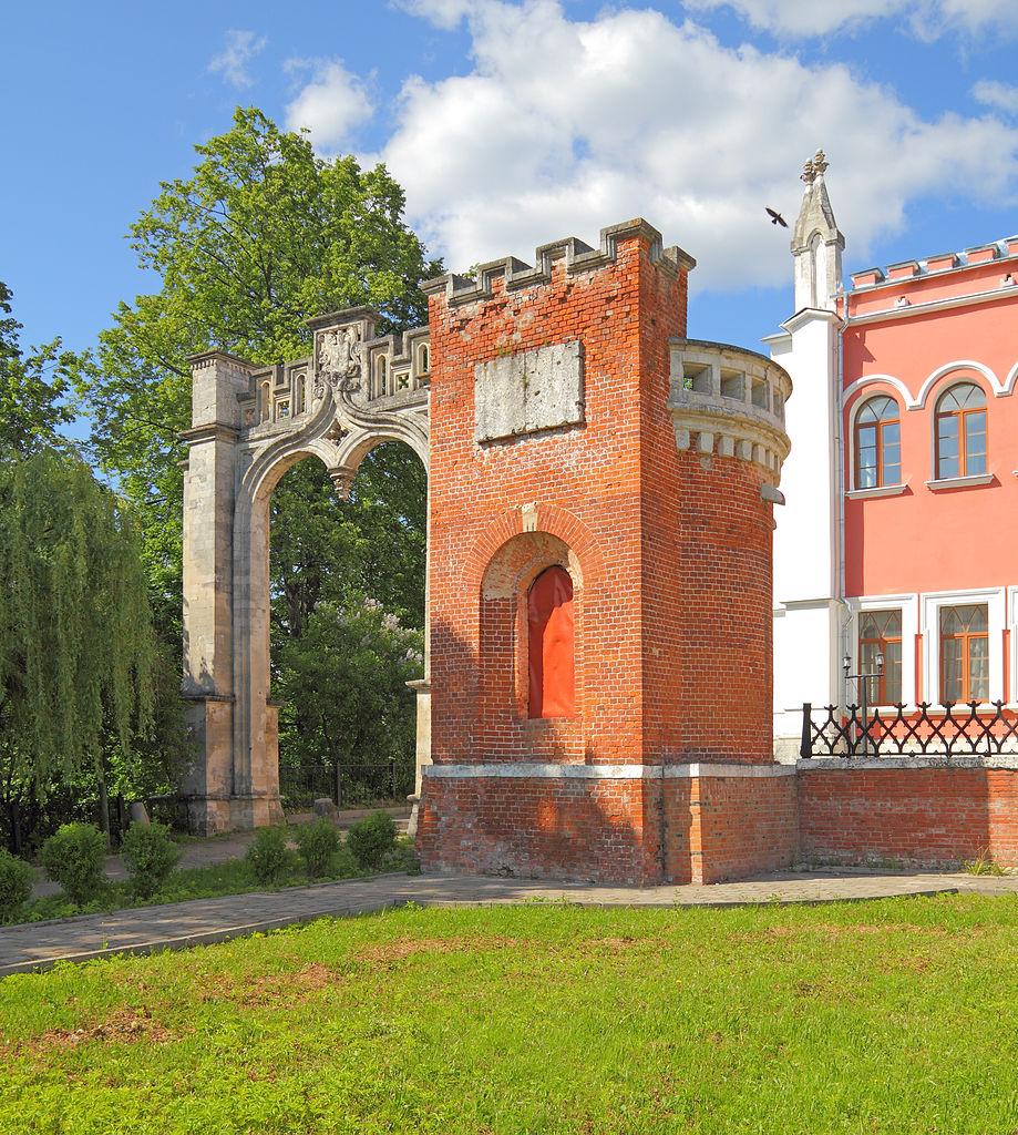 Марфино, ворота со сторожкой