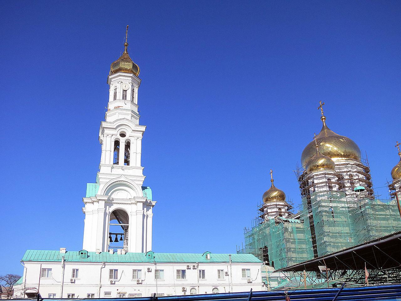 Вид на колокольню собора Рождества Пресвятой Богородицы