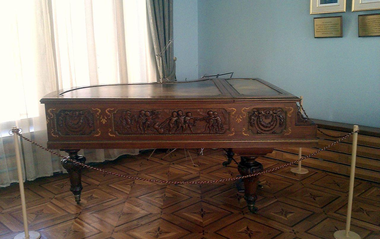 Дом-музей Арама Хачатуряна, рояль композитора