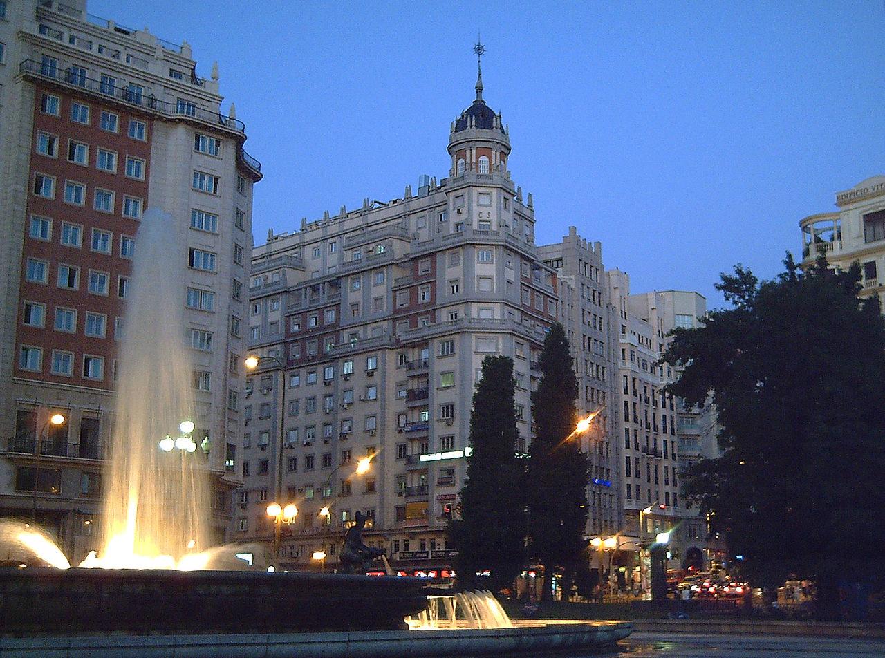 Площадь Испании в Мадриде, вечер