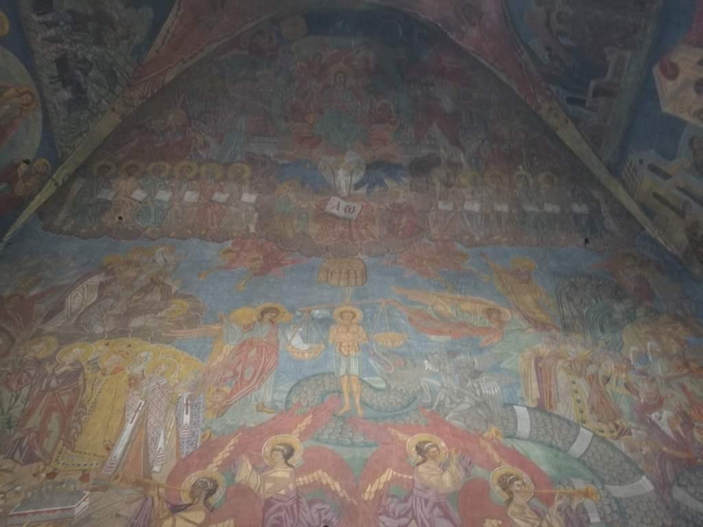 Роспись стен в часовне, которая находится на территории Ольшанского кладбища в Праге