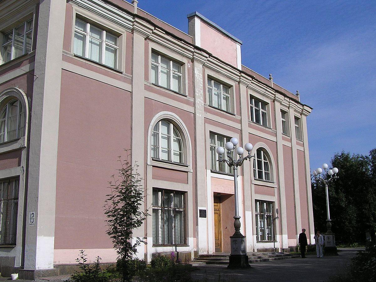 Стоимость билета в краеведческий музей в мурманске афиша театр оперы и балета чебоксары