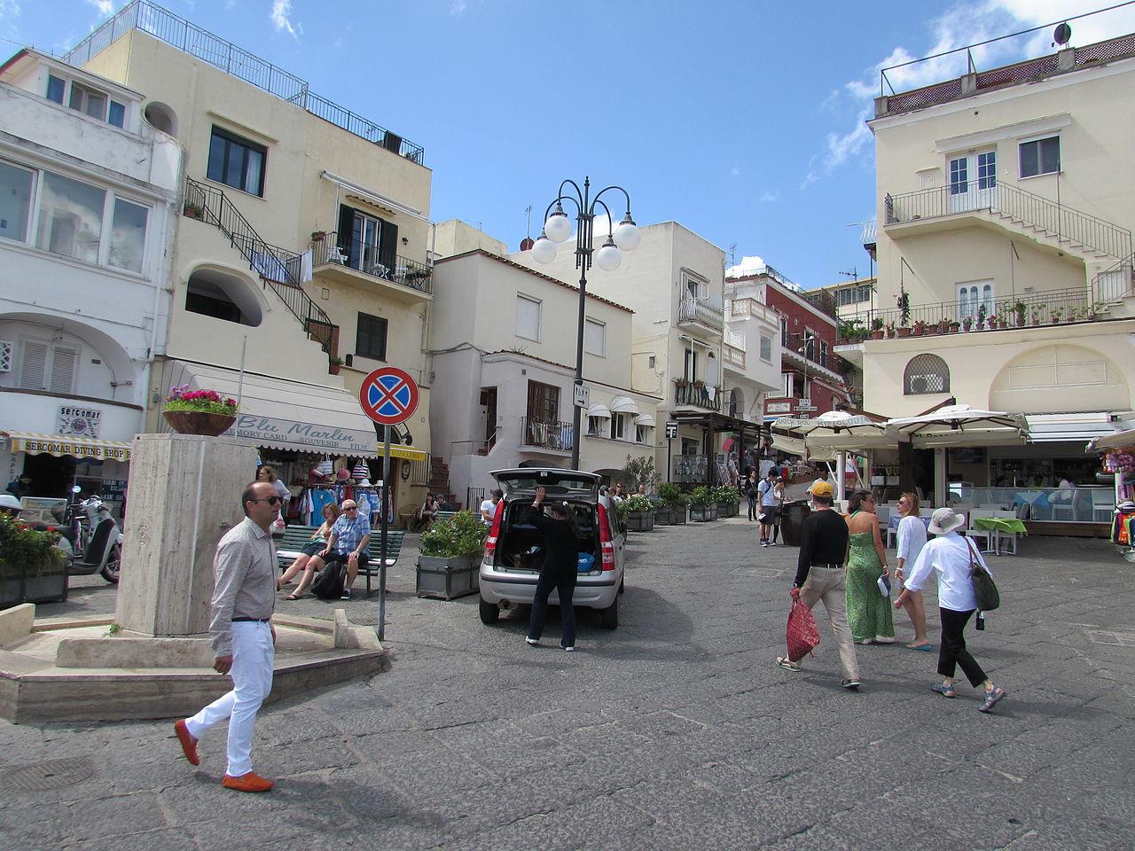 Улицы Марина-Гранде, Капри