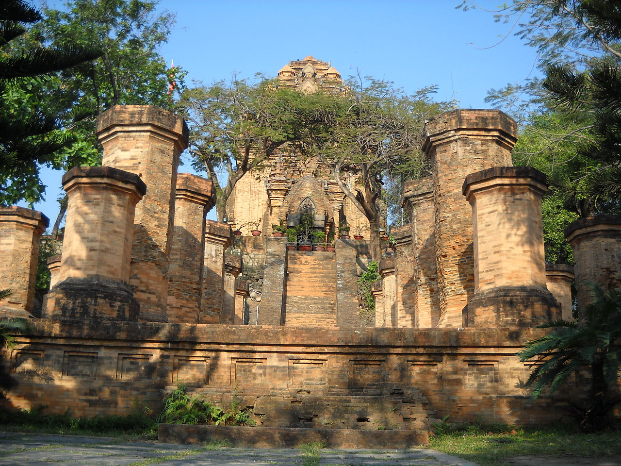Чамские башни По Нагар, Вьетнам