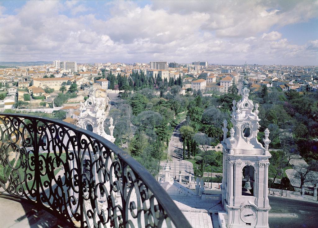 Вид на Лиссабон с базилики-да-Эштрела