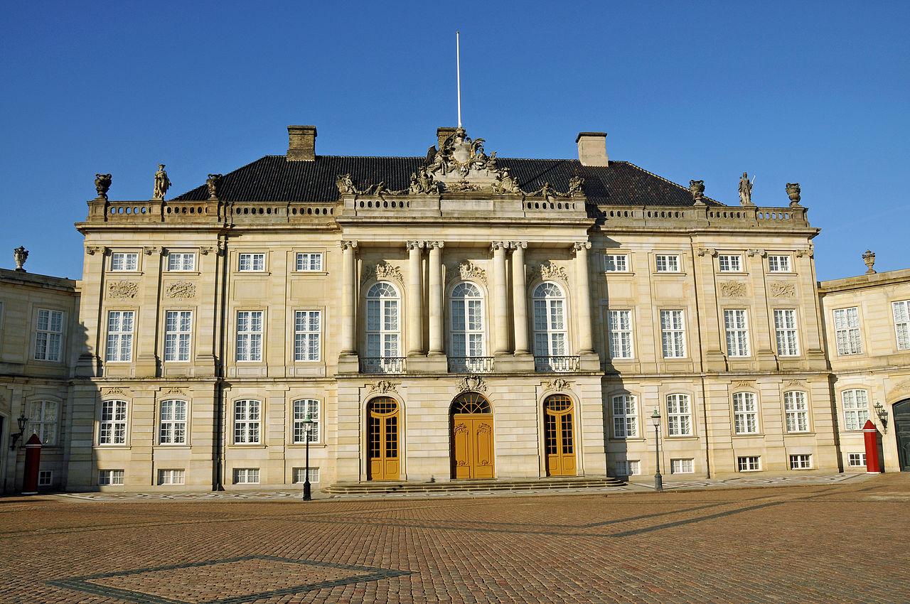Дворец Амалиенборг; один из четырёх особняков, составляющих архитектурный ансамбль
