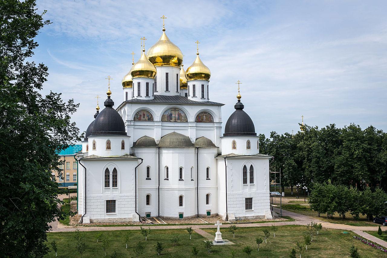 Дмитровский кремль; Успенский собор, вид с земляного вала