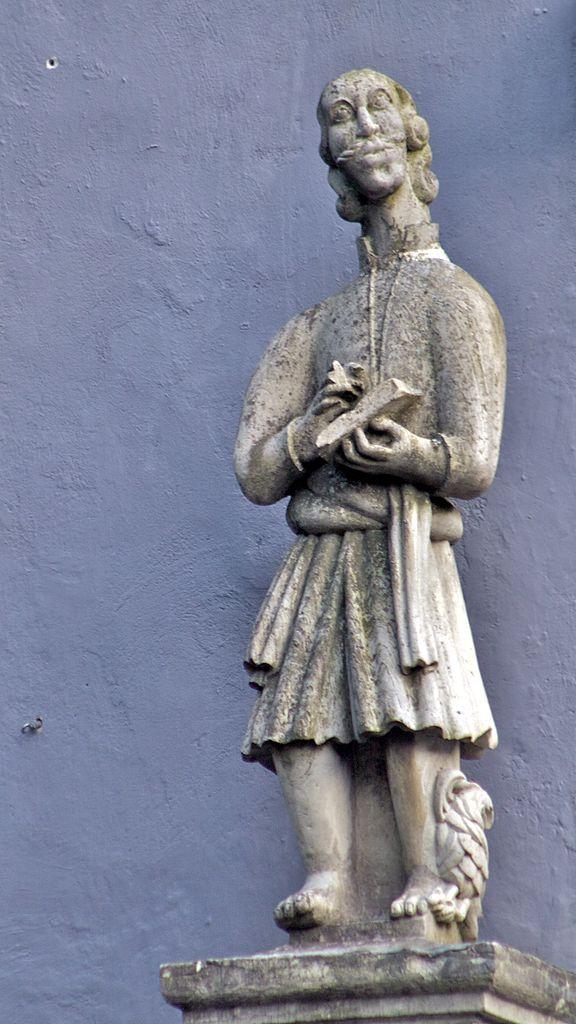Церковь святого Николая, статуя
