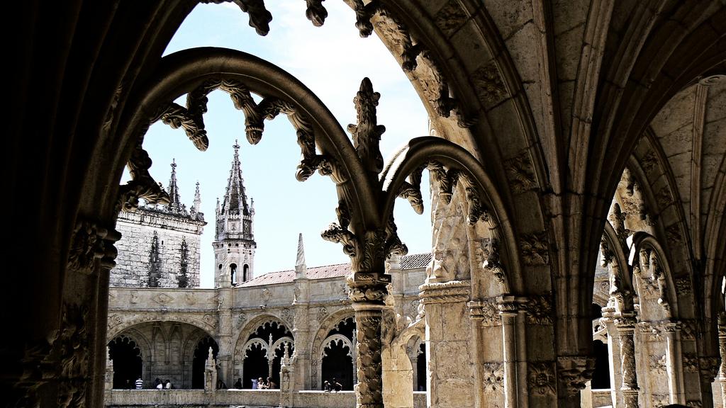 Коридоры монастыря Жеронимуш, Лиссабон