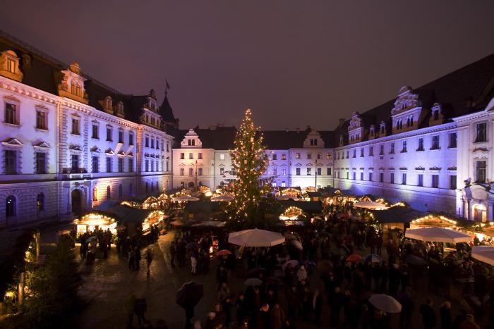 Рождественской рынок в Регнсбурге.jpg
