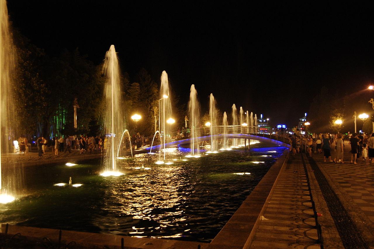 Батумские фонтаны ночью