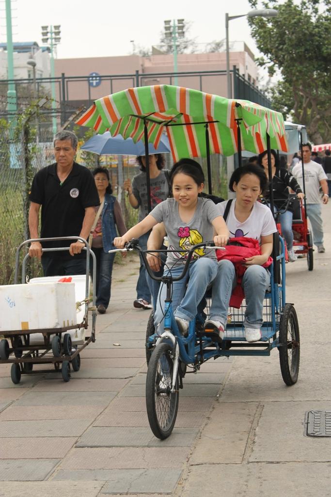 Единственный транспорт на Чеунг-Чау .JPG