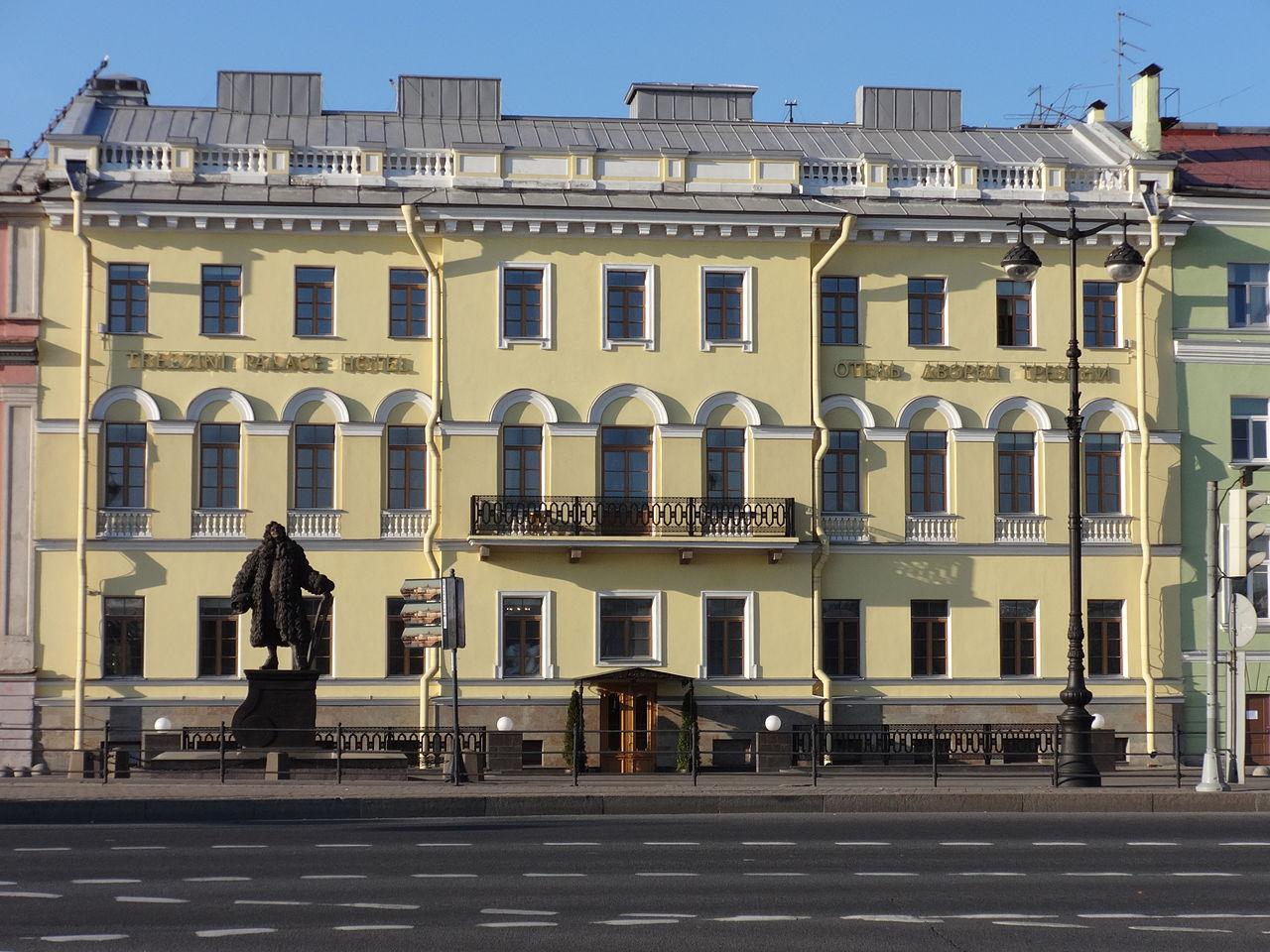 Университетская набережная, дом Трезини