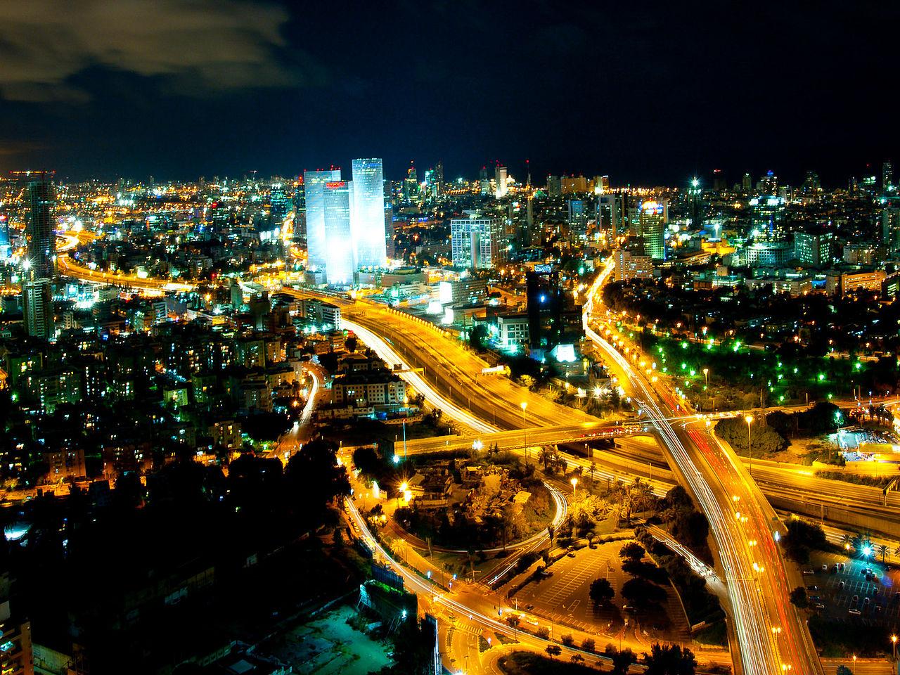 Центр Азриэли и ночной Тель-Авив