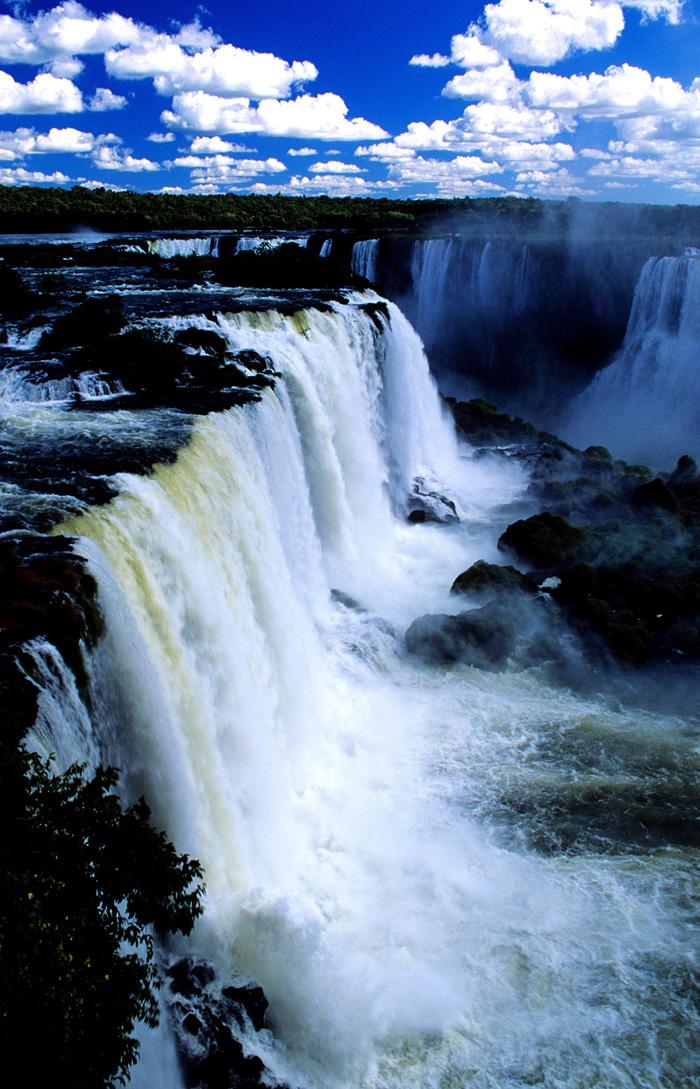 Живописные водопады Игуасу