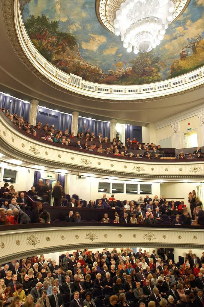 Зрители на концерте в Эстонской Национальной Опере.jpg