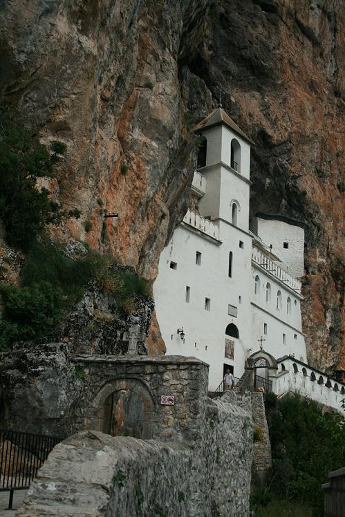 Монастырь Острог, Черногория.JPG