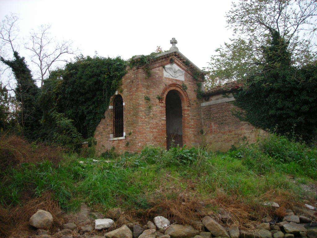 Остров Повелья, руины форта