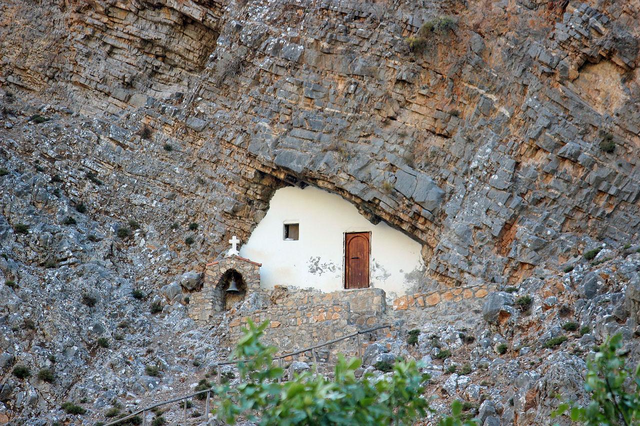 Пещерная церковь святого Антония у входа в Самарийское ущелье