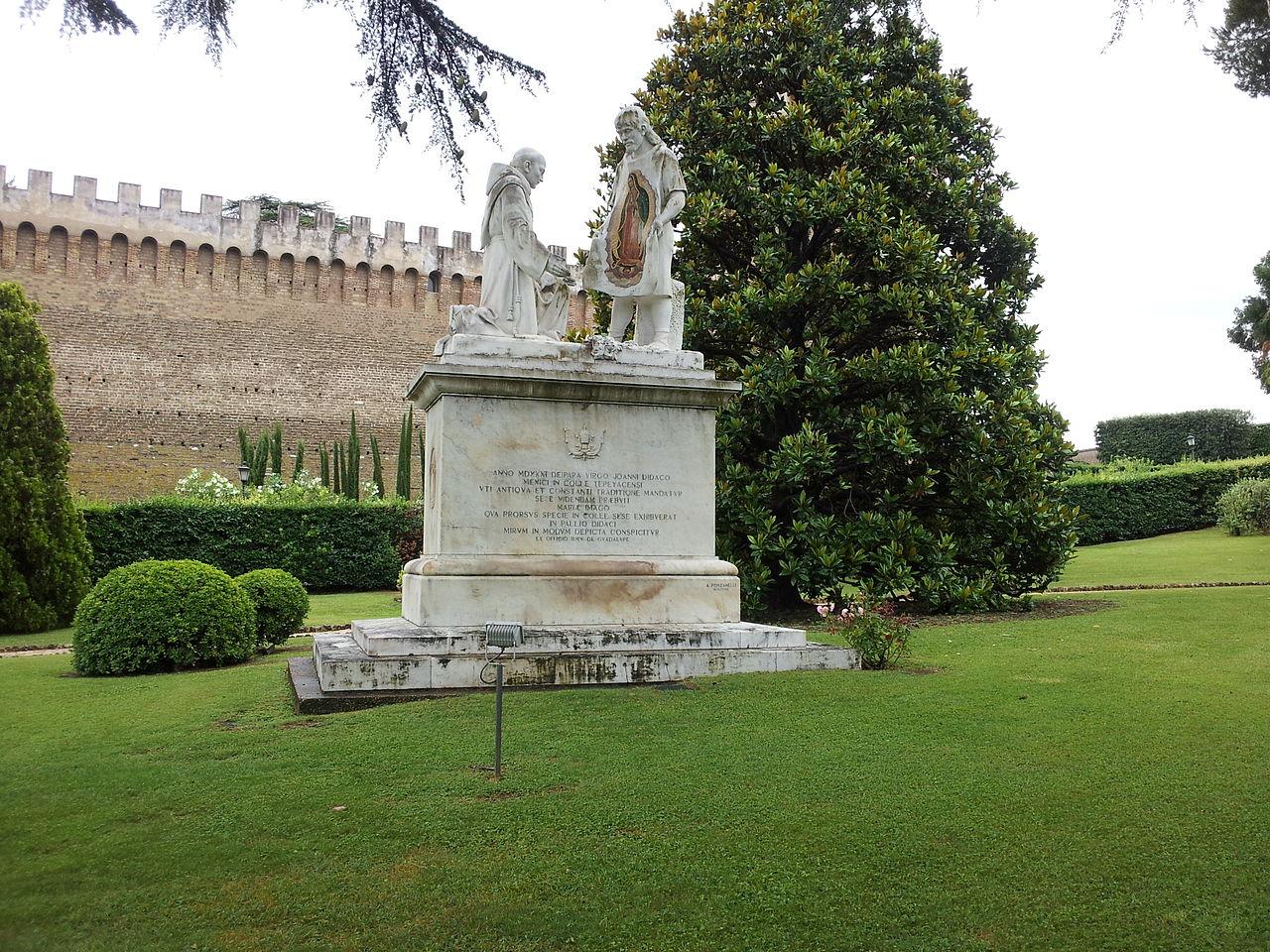 Ватиканские сады, статуя Богоматери Гваделупской