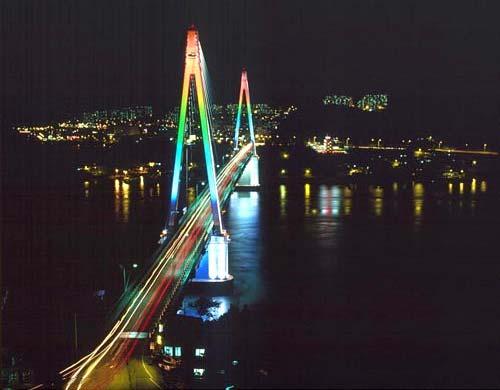 Необыкновенной красоты ночной мост Сохе Тэгё, провинция Кёнги-до
