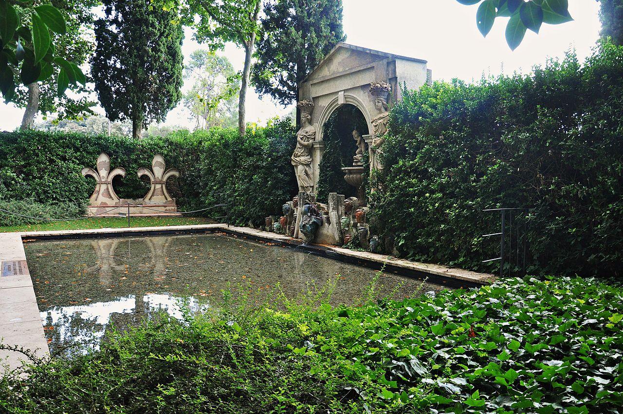 Фонтан замка Пуболь