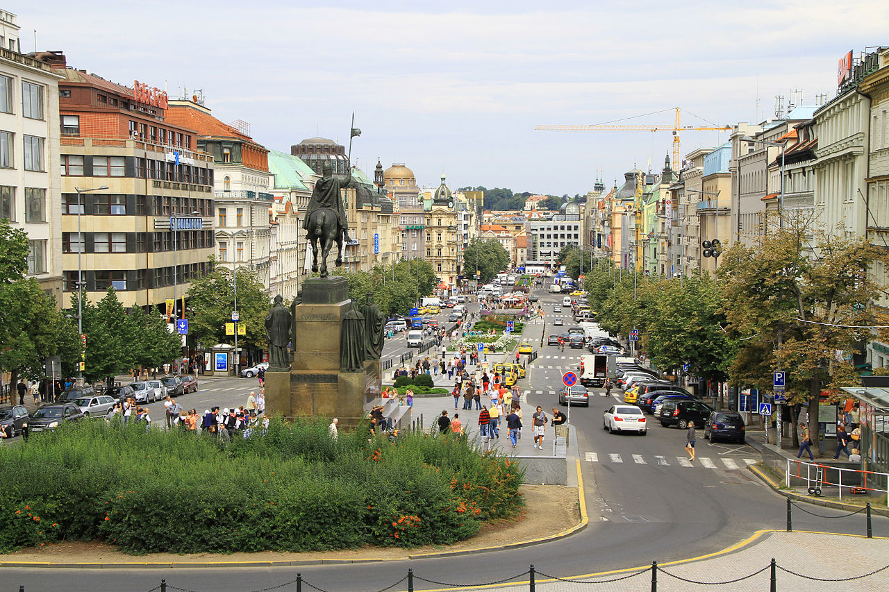 Вацлавская площадь, вид от Национального музея