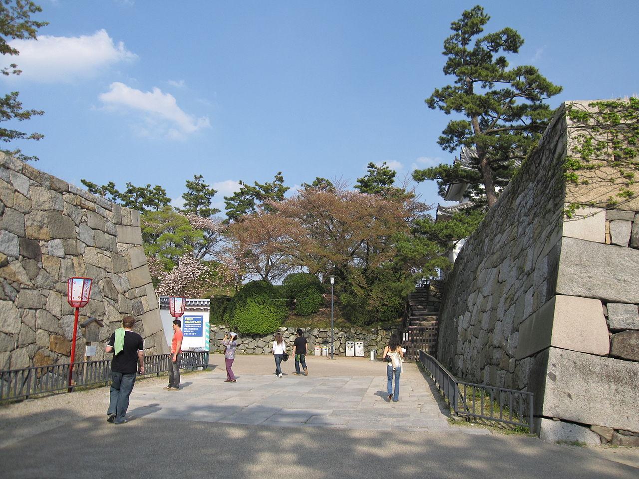 Замок Нагоя, вход во двор