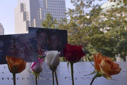 На месте башен-близнецов в Нью-Йорке.jpg