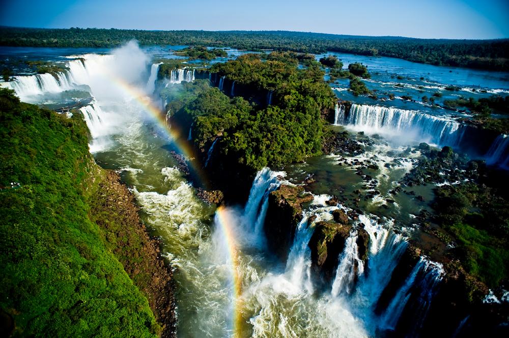 Радуга в водопадах Игуасу