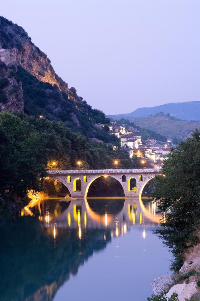 Вечерний мост в Албании