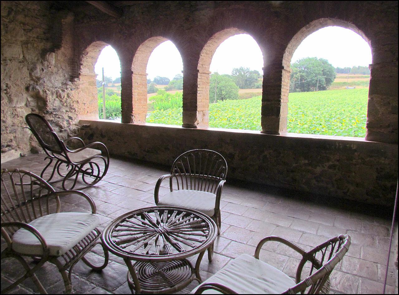 Замок Пуболь, терраса