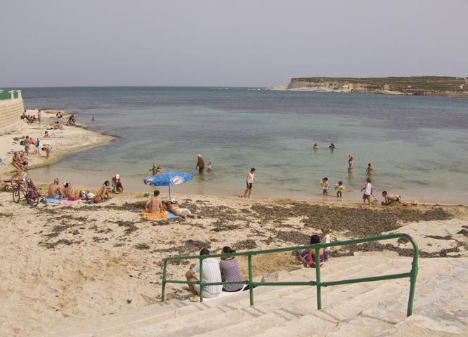 Пляж Сент Томас Бэй, Марсаскала, Мальта.jpg