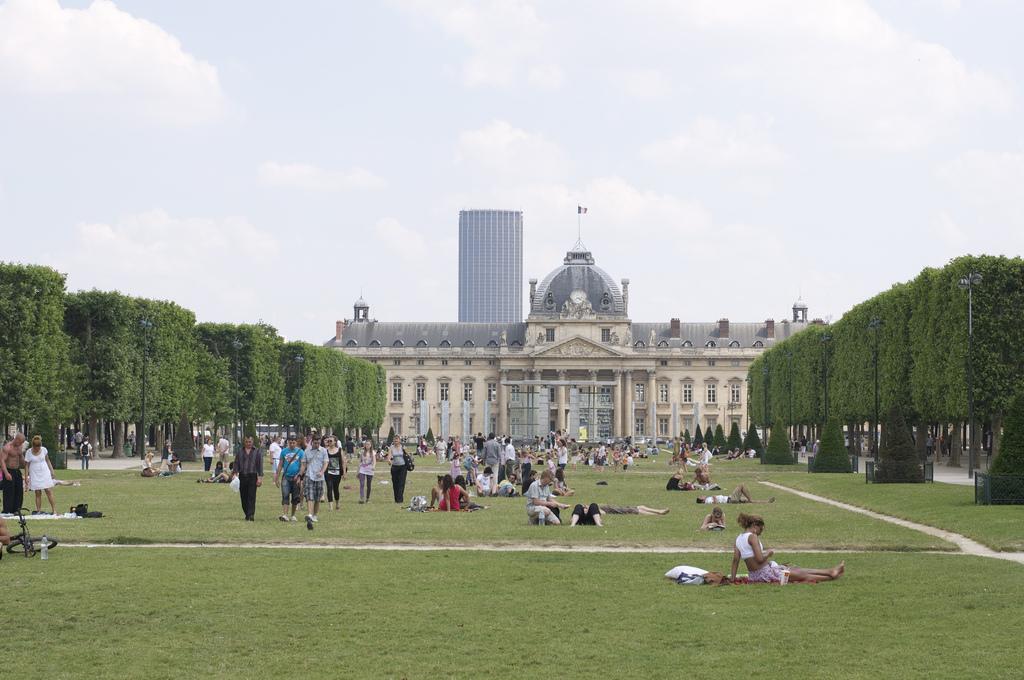 Марсово поле в Париже, Военная школа