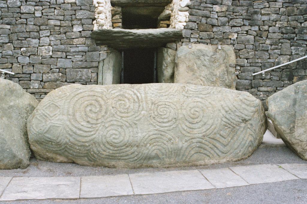 Ньюгрейндж, спиральный узор на входном камне