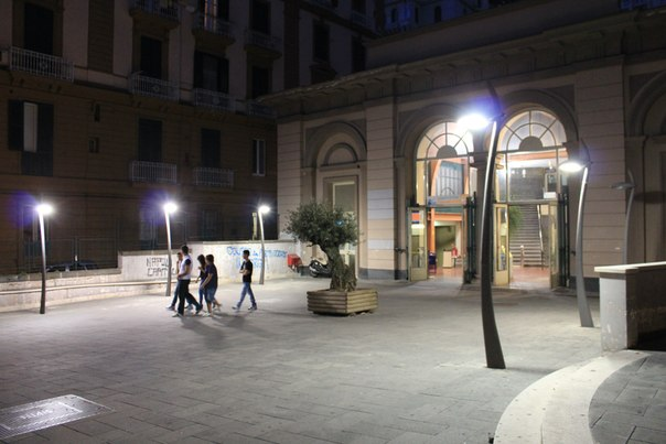 Станция на Виа Маргарита, Неаполь.jpg