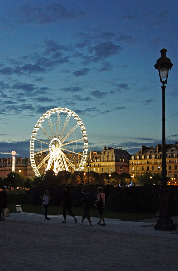 Аттракционы в Париже, Франция.jpg