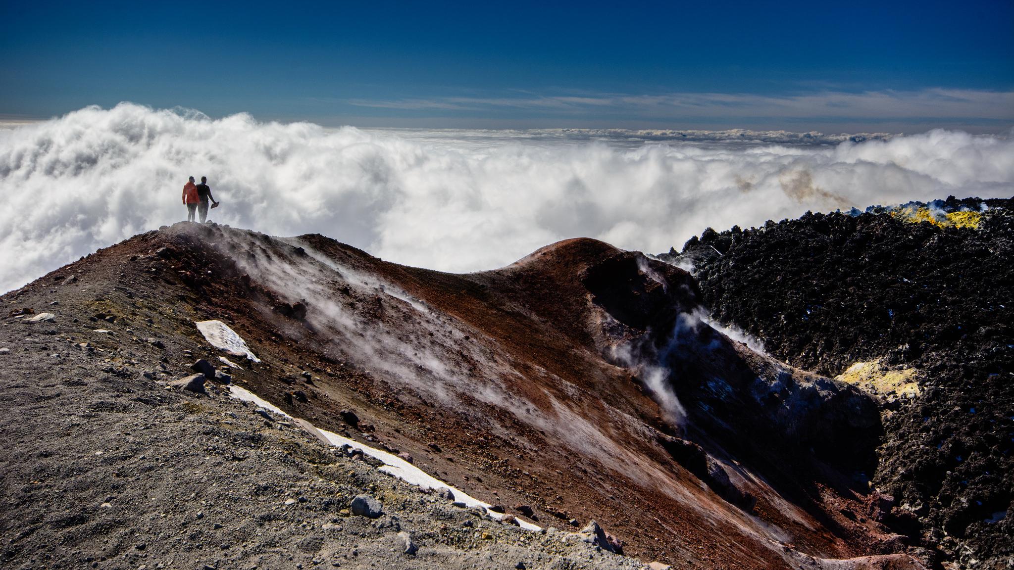 Вулкан Авачинский в облаках