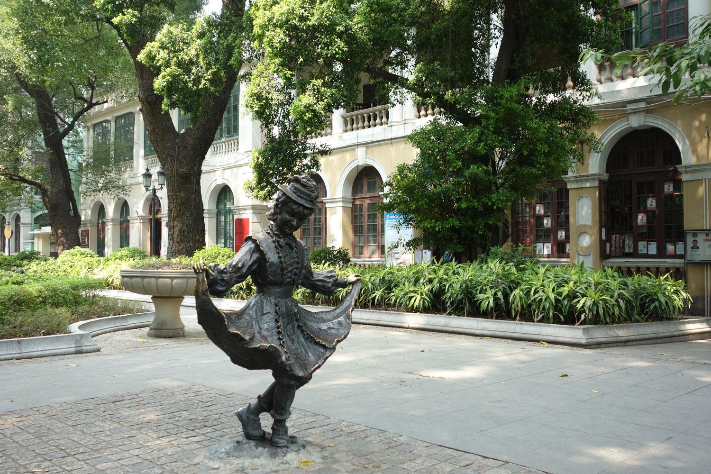Уличная скульптура на острове Шамянь, Гуанчжоу