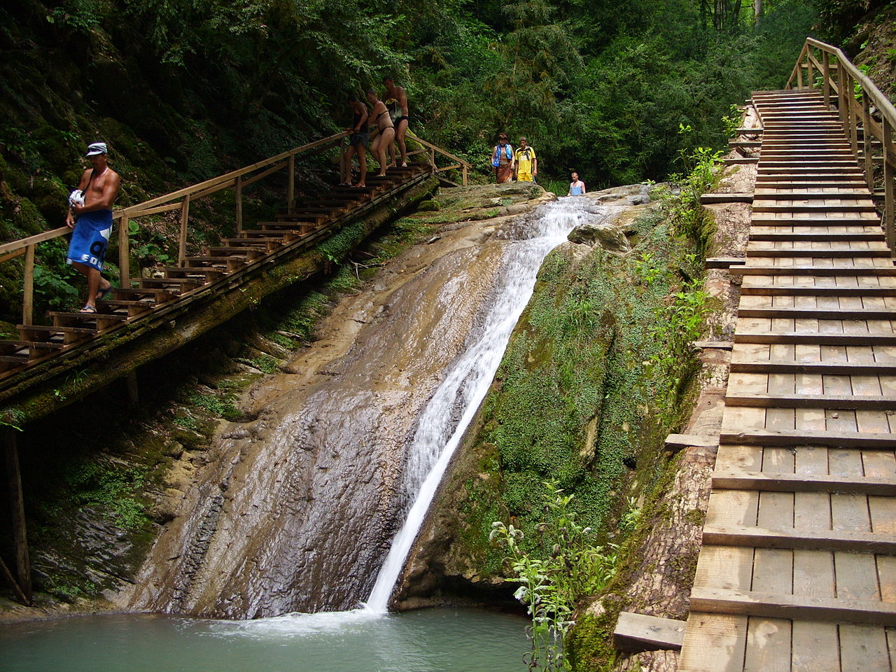 На Тридцати трех водопадах, Сочи